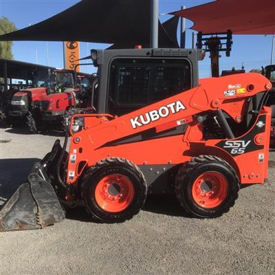 Photo 1. KUBOTA SSV65 skid steer loader