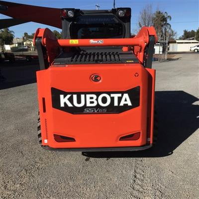 Photo 4. KUBOTA SSV65 skid steer loader