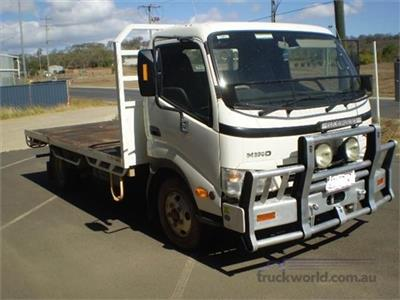 Hino Dutro Table / Tray Top truck