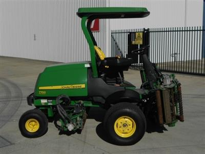 Photo 2. John Deere 7700 ride-on mower