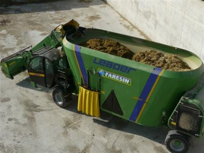 Photo 4. Faresin Leader 2600 Ecomode feed mixer