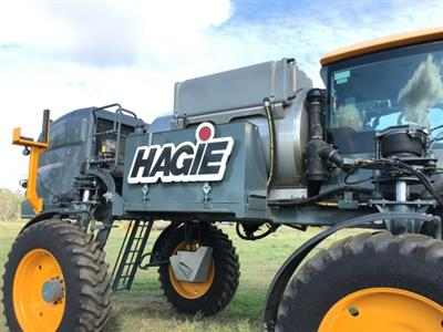 Photo 2. Hagie STS16 self propelled sprayer