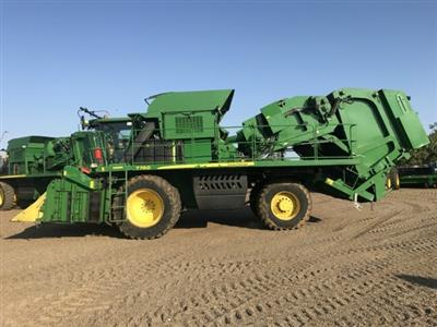 Photo 2. John Deere 7760 cotton harvester