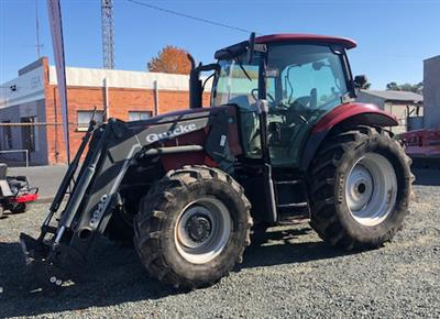 CASE IH MXU 100 TRACTOR WITH QUICKE Q940 LOADER