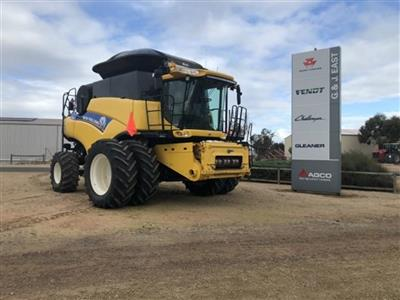 NEW HOLLAND CR9090 combine harvester