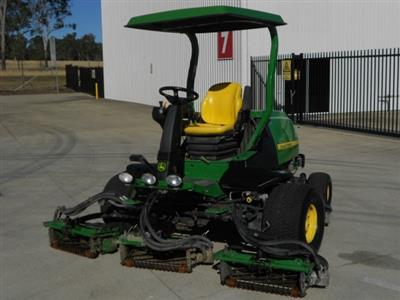 Photo 1. John Deere 7700 ride-on mower