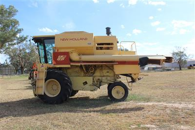 NEW HOLLAND TR86 combine harvester