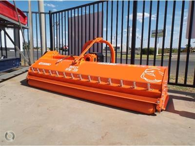 Photo 1. Cosmo Bully SFM 220 mulcher