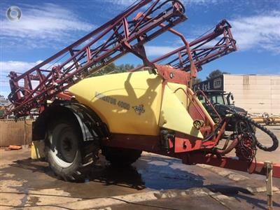 Photo 1. Hardi Navigator 4000LT boom sprayer