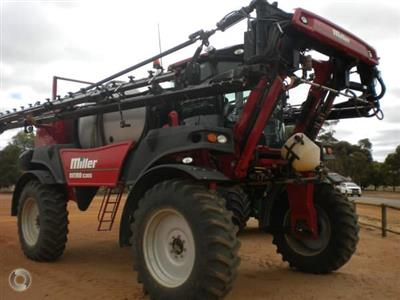 Photo 1. Miller Nitro 5365 self propelled sprayer