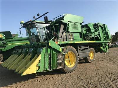 John Deere 7760 cotton harvester