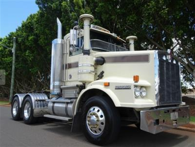 Kenworth T658 prime mover