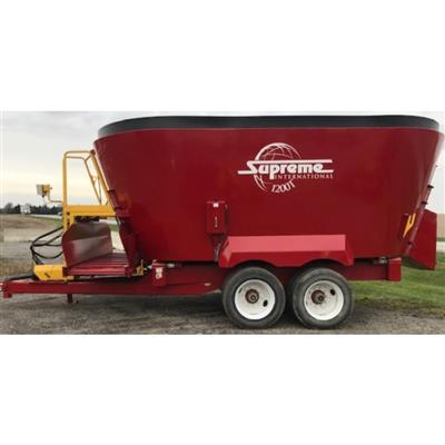 Photo 1. SUPREME 1200T mixing wagon