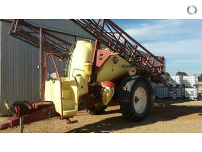 Photo 1. Hardi 5030N boom sprayer