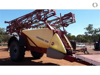 Photo 1. Hardi 6530 boom sprayer