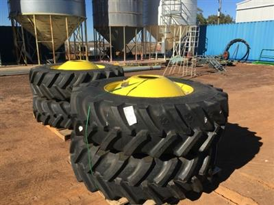 Photo 1. John Deere 520/85Rx42 tyre