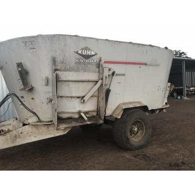 Photo 1. KUHN KNIGHT 5173 mixing wagon