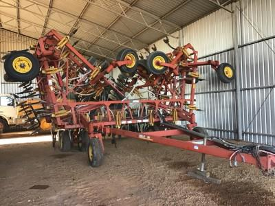 Bourgault 8810 airseeder