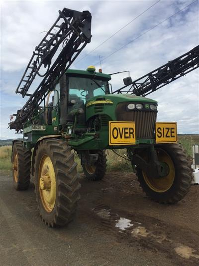 Photo 1. John Deere 4720 self propelled sprayer