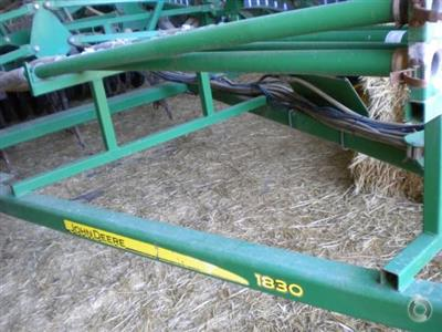 Photo 1. John Deere 1830 airseeder
