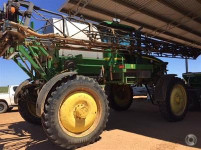 Photo 1. John Deere 4830 self propelled sprayer