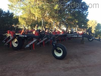 Photo 1. JOHN DEERE PLATINUM ILS airseeder