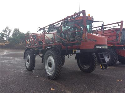CASE IH SPX4410 self propelled sprayer