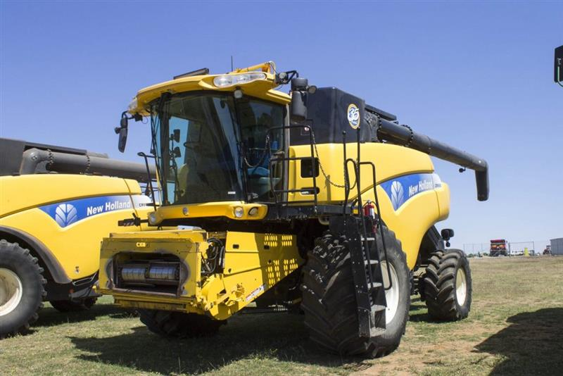New Holland CR9080, honeybee 94C 42FT & trailer package combine harvester