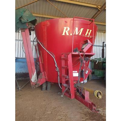 Photo 1. RMH WAV16 MIXER WAGON WITH 3.5M ELEVATOR