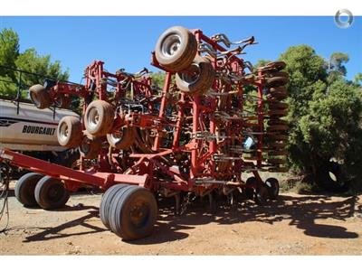 Photo 1. Bourgault 6450 airseeder
