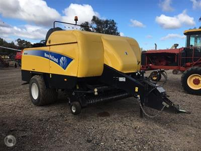 Photo 1. New Holland BB9080 combine harvester