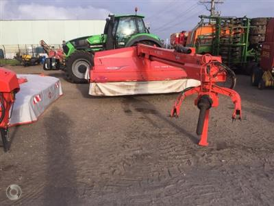 Photo 1. Kuhn FC 353 mower conditioner