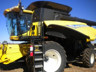 New Holland CR8090 combine harvester