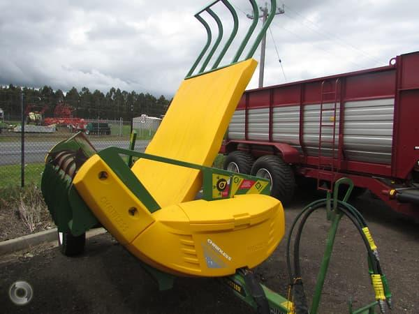 Hustler Chainless 5000 bale feeder