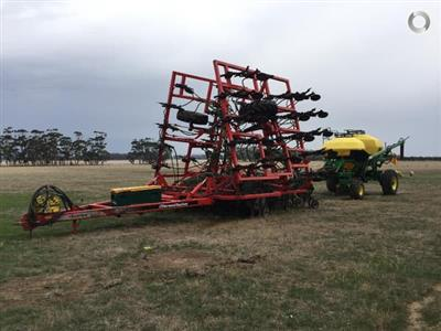 Horwood Bagshaw with John Deere Cart airseeder