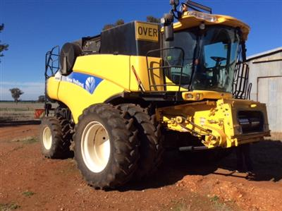 NEW HOLLAND CR9080 & D60 45FT, 2010 PACKAGE combine harvester
