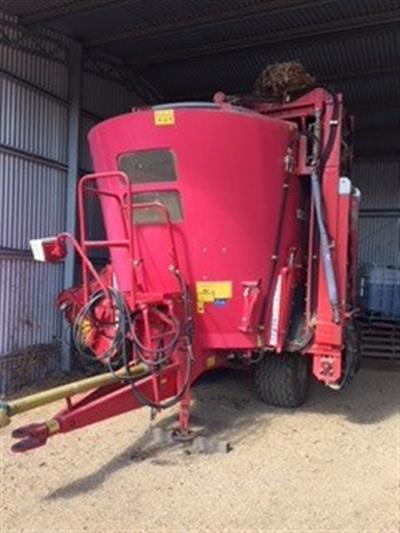 Photo 1. Trioliet Solomix 1-1150 feed mixer