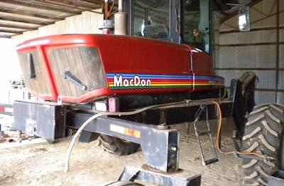 MacDon 9352I windrower