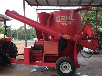 Photo 1. GEHL 125 mixing wagon