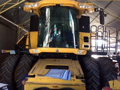 NEW HOLLAND CR9080, HONEYBEE 42FT, 2009 & STUMPJUMP TRAILER PACKAGE combine harvester