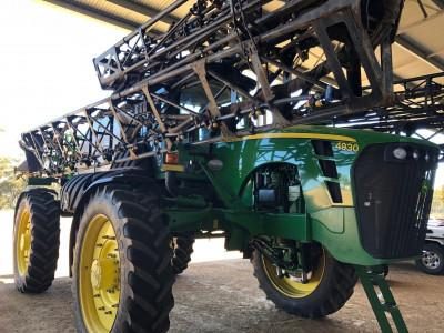 John Deere 4930 self propelled sprayer
