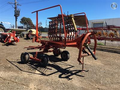 Photo 1. Kuhn GA4101 hay rake