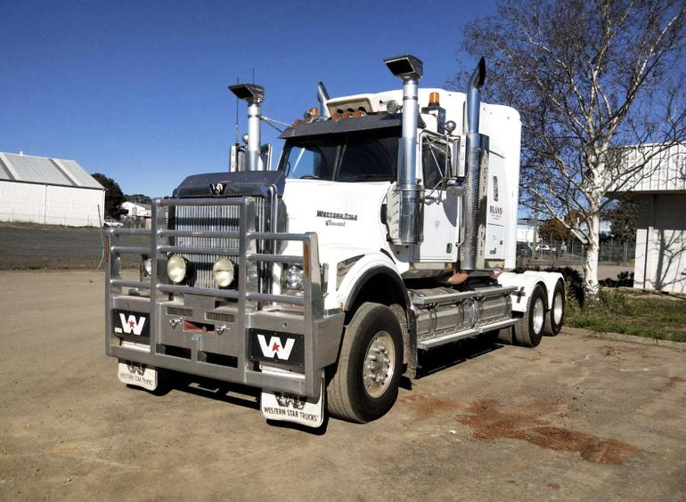 Western Star 4900FX prime mover