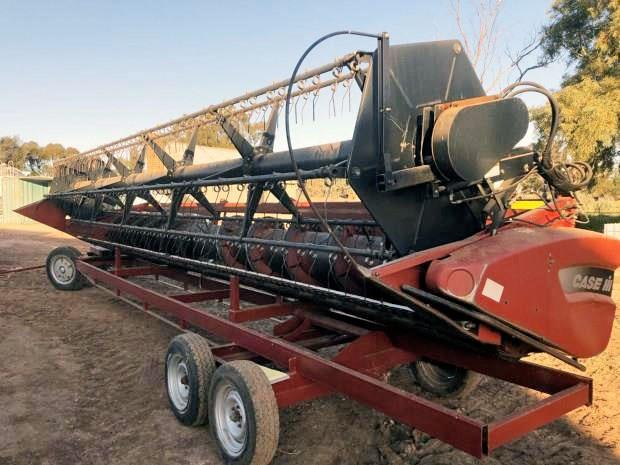 Case IH 2010 25 foot 1010 harvester front