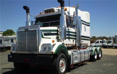 Photo 4. Western Star 4864FXC Prime Mover