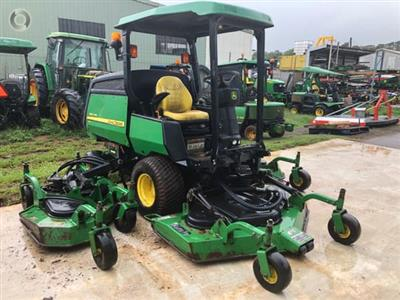 Photo 2. John Deere 1600 WAM ride on mower