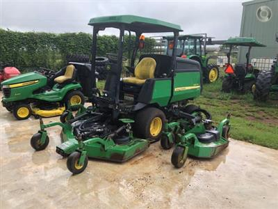 Photo 1. John Deere 1600 WAM ride on mower