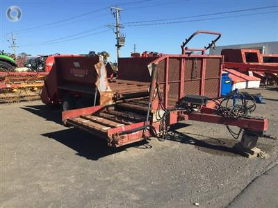 Photo 1. ROBERTSON SUPER COMBY feedout wagon