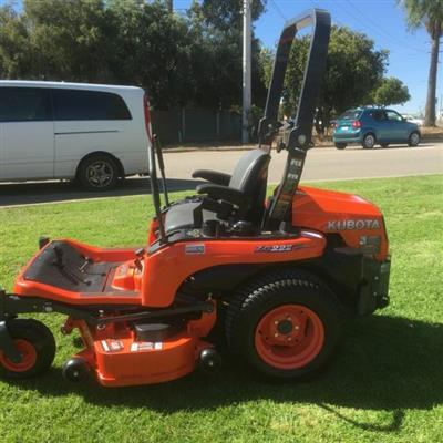 Photo 3. KUBOTA ZG222 lawn mower