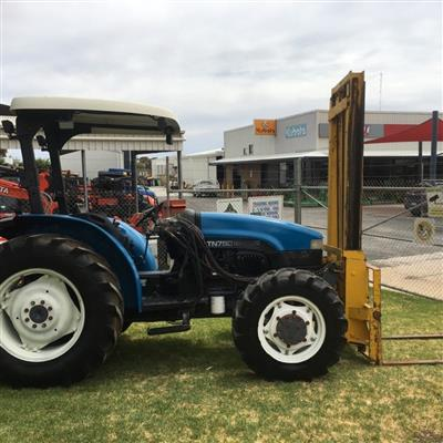 Photo 2. NEW HOLLAND TN75D tractor